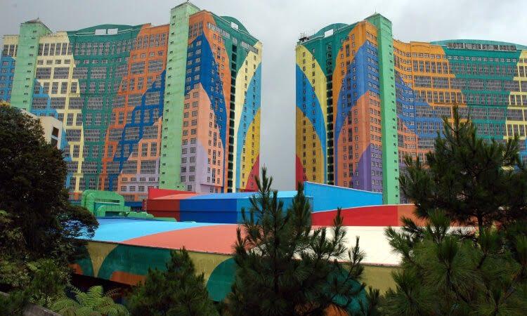 Världens största hotell - First World Hotel